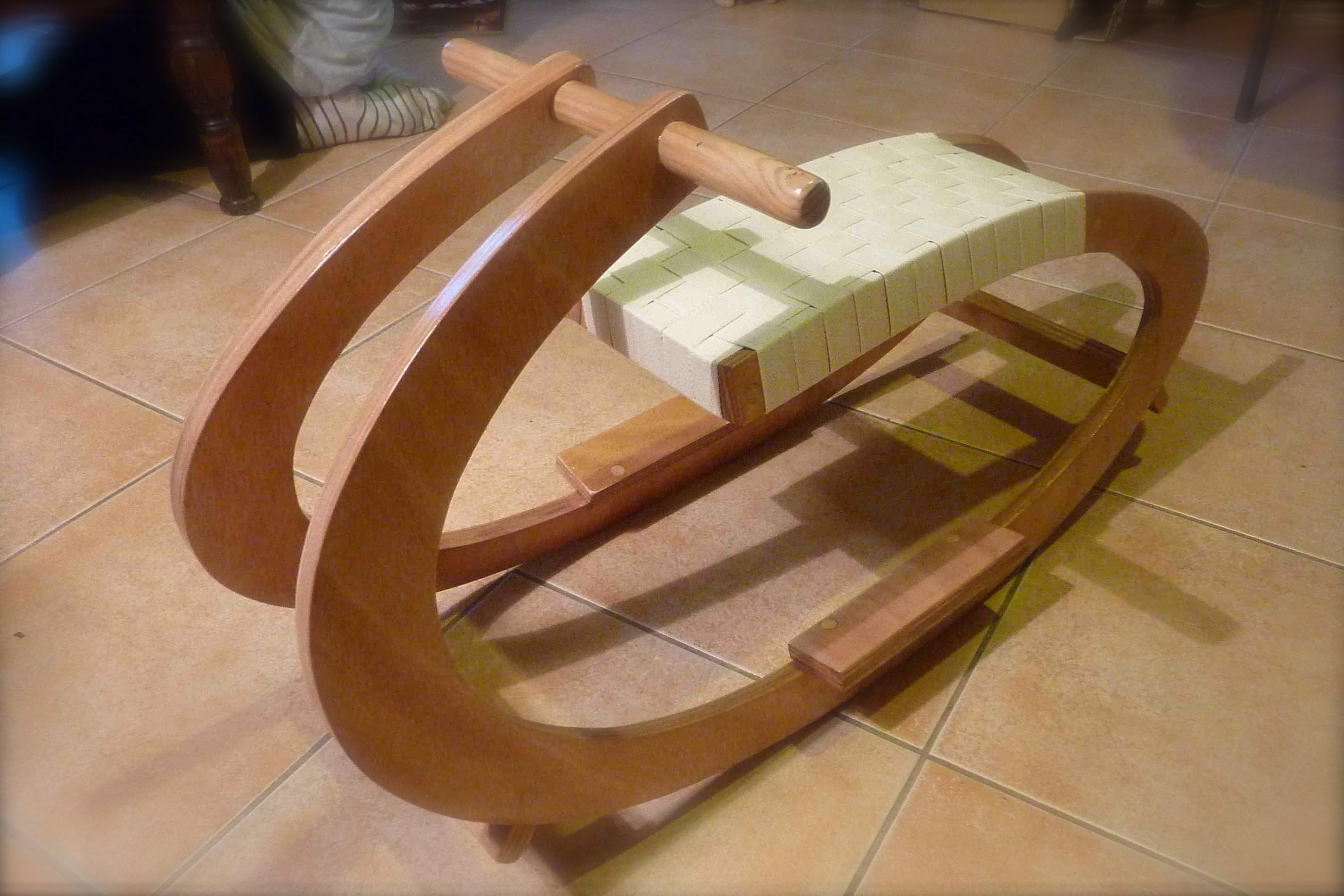 cheval a bascule bois. Black Bedroom Furniture Sets. Home Design Ideas